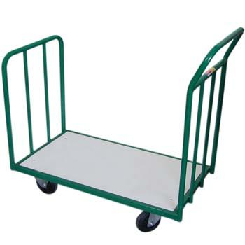 Plataforma con ruedas de goma y dos barandas