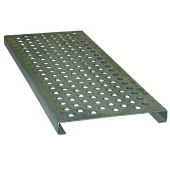 Peldaño metálico galvanizado con agujeros redondos de 15 mm.